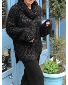 Pullu Siyah Boğazlı Kazak