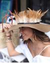 Kahverengi Dikey Kuş Tüyü Şapka